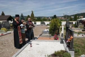 2017-06-11 panichyda u hrobu Karpuskina 1