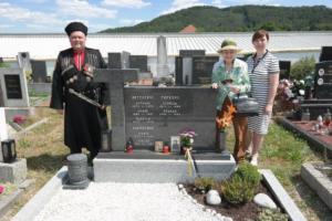2017-06-11 panichyda u hrobu Karpuskina 2